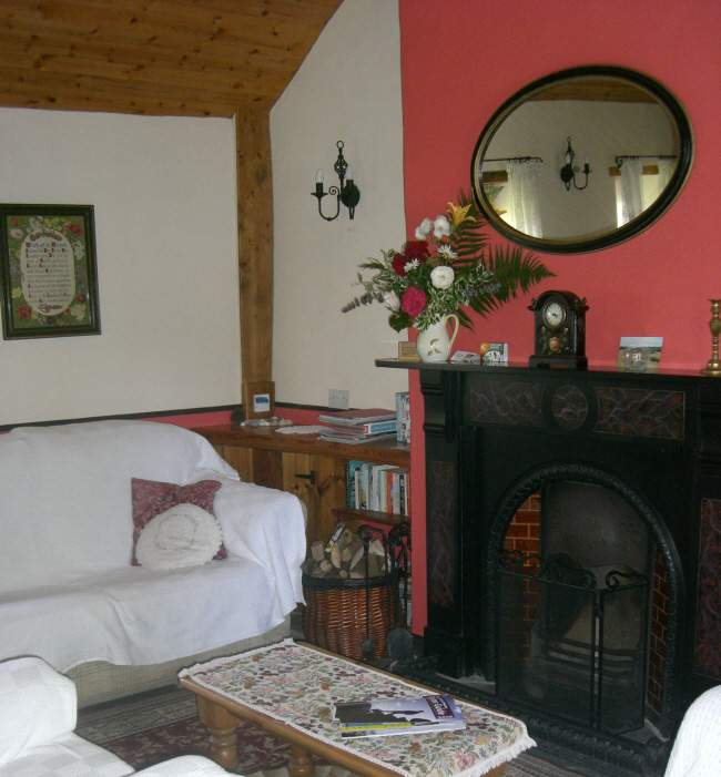 Orchard Cottage Self Catering - Living romm